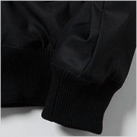 しっかりとしたリブ(裾と袖口)